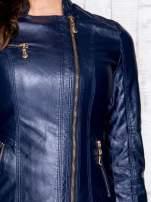 Granatowa skórzana kurtka ramoneska z pikowanymi przeszyciami                                  zdj.                                  9
