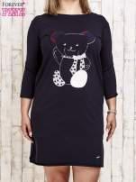 Granatowa sukienka dresowa z misiem PLUS SIZE                                                                          zdj.                                                                         1