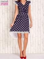 Granatowa sukienka w grochy z koronkowym wykończeniem                                  zdj.                                  2