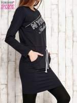 Granatowa sukienka z wiązaniem                                   zdj.                                  3