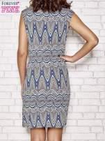 Granatowa wzorzysta sukienka z drapowaniem                                  zdj.                                  4