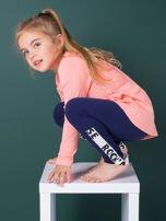 Granatowe legginsy dla dziewczynki z napisami                                  zdj.                                  1