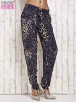 Granatowe lejące spodnie w panterkę                                  zdj.                                  2