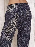 Granatowe lejące spodnie w panterkę                                                                          zdj.                                                                         5