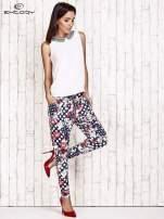 Granatowe lejące spodnie z motywem grochów i kwiatów                                  zdj.                                  2