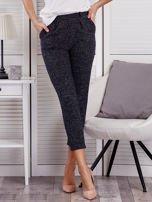 Granatowe materiałowe spodnie melange                                  zdj.                                  1