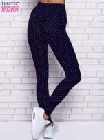 Granatowe melanżowe legginsy w kropki                                                                          zdj.                                                                         3