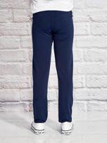 Granatowe spodnie dresowe dla dziewczynki z emotikonami                                  zdj.                                  2