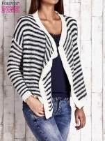 Granatowy otwarty sweter w paski                                  zdj.                                  3