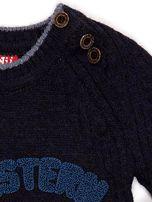 Granatowy sweter dla chłopca z napisem                                  zdj.                                  3