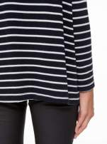 Granatowy sweter w białe paski o kroju oversize                                  zdj.                                  10