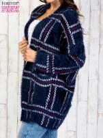 Granatowy sweter w kratę z kieszeniami                                  zdj.                                  4