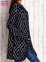 Granatowy sweter z geometrycznymi motywami                                  zdj.                                  3