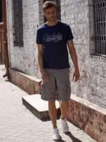 Granatowy t-shirt męski z napisami i liczbą 83                                  zdj.                                  6
