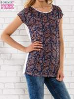 Granatowy t-shirt w motyw paisley                                  zdj.                                  1