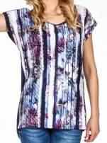 Granatowy t-shirt we wzór kwiatowy                                  zdj.                                  5