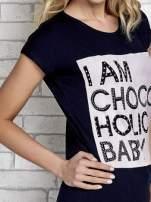 Granatowy t-shirt z napisem I AM CHOCOHOLIC BABY                                                                          zdj.                                                                         6