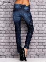 JEANS Ciemnoniebieskie dekatyzowane spodnie jeansowe                                  zdj.                                  3