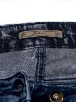 JEANS Niebieskie dekatyzowane spodnie jeansowe                                  zdj.                                  4