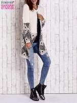 Jasnobeżowy sweter z geometrycznym wzorem i suwakami                                  zdj.                                  7