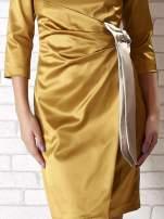 Jasnobrązowa sukienka ze srebrną kokardą                                                                           zdj.                                                                         5
