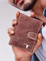 Jasnobrązowy portfel męski na zatrzask z emblematem                                  zdj.                                  5