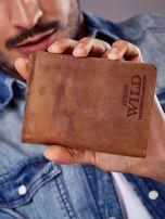Jasnobrązowy portfel męski z tłoczonym napisem                                  zdj.                                  1