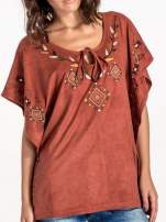 Jasnoczerwona zamszowa bluzka z haftem w stylu boho                                  zdj.                                  4