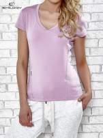 Jasnofioletowy t-shirt z modelującymi przeszyciami                                                                          zdj.                                                                         1