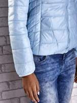 Jasnoniebieska przejściowa kurtka z kapturem i kieszeniami                                                                          zdj.                                                                         7