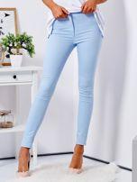 Jasnoniebieskie dopasowane spodnie high waist                                  zdj.                                  1