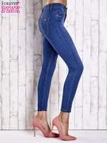 Jasnoniebieskie dopasowane spodnie jeansowe                                   zdj.                                  2