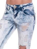 Jasnoniebieskie spodnie jeansowe z dziurami                                                                          zdj.                                                                         6