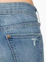 Jasnoniebieskie spodnie typu skinny jeans z przetarciami                                  zdj.                                  6