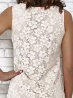 Jasnoróżowa koronkowa sukienka z wiązaniem przy dekolcie                                                                          zdj.                                                                         7