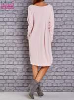 Jasnoróżowa sukienka oversize ze ściągaczem na dole                                   zdj.                                  4