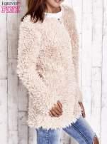 Jasnoróżowy futrzany sweter kurtka na suwak                                  zdj.                                  4