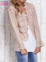 Jasnoróżowy sweter z wiązaniem