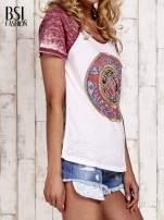 Jasnoróżowy t-shirt z różą efekt acid wash                                  zdj.                                  3