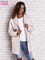 Jasnoróżowy wełniany płaszcz damski z kieszeniami i kołnierzem                                  zdj.                                  5
