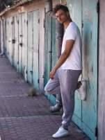 Jasnoszare dresowe spodnie męskie z trokami w pasie i kieszeniami                                  zdj.                                  8