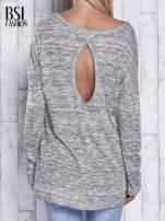 Jasnoszary melanżowy sweter z łezką na plecach                                  zdj.                                  5