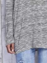 Jasnoszary melanżowy sweter z łezką na plecach                                  zdj.                                  7