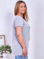 Jasnoszary t-shirt z błyszczącymi gwiazdami PLUS SIZE                                  zdj.                                  3