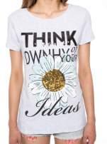 Jasnoszary t-shirt z nadrukiem stokrotki z dżetami                                                                          zdj.                                                                         7
