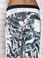 Jasnozielone spodnie capri z nadrukiem motyli                                  zdj.                                  6