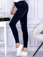 Jeansowe granatowe spodnie z wysokim stanem                                  zdj.                                  3