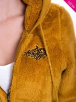 Karmelowa bluza polarowa z kapturem z uszkami i pomponami                                  zdj.                                  7