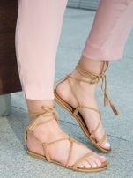 Karmelowe sandały wiązane wokół kostki ozdobnym chwostem                                  zdj.                                  2