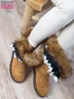 Karmelowe śniegowce na płaskiej podeszwie z kolorowym futrzanym kołnierzem                                  zdj.                                  3